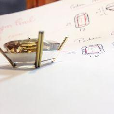 Precisão no cálculo e construção dessa cravação com garra dupla #juliatoledojoias #behindthescenes #prata #ouro #18K #citrino