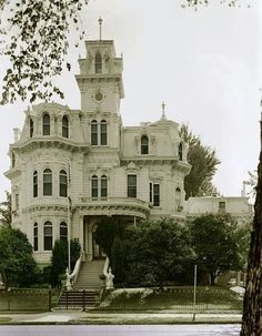 White Victorian HomeI Want To Explore This Mansion