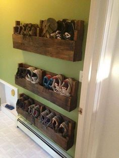 Diy shoe rack ideas shoe rack for small spaces garage shoe rack garage shoe storage ideas shoe storage ideas for small spaces shoe rack pallet shoe rack for Diy Space, Space Saving Bedroom, Apartment Storage, Diy Furniture, Bedroom Storage, Living Room Spaces, Home Diy, Space Saving Furniture, Small Space Storage