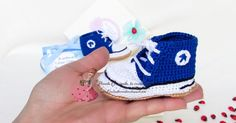 Scarpette stile Converse con dedica, scoprite di cosa si tratta! Per info >> http://coccinellecreative.blogspot.it/2016/03/scarpette-stile-converse-uncinetto-blu.html Converse-style shoes with dedication, discover what it is! For info >> http://coccinellecreative.blogspot.it/2016/03/scarpette-stile-converse-uncinetto-blu.html