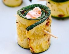 Grilled Zucchini Rolls with Herbs and Cheese Recipe ⋆ Recipes with photos Zucchini Rolls, Grilled Zucchini, Paleo Recipes, Cooking Recipes, Easy Recipes, Diy Party Food, Veggie Snacks, Goat Cheese Recipes, Wraps