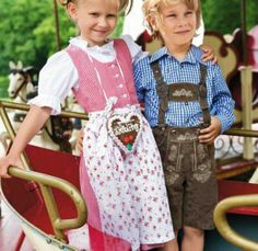 #Kinderdirndl und #Lederhose - #dirndl for girls and #lederhosen for boys