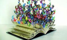 La scrittura è come un bruco che consuma i tuoi pensieri, per poi farli volare sulle ali di una farfalla.