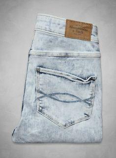 Light Acid Wash Jeans – A spring break essential.