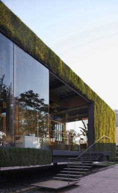 CR Land Guanganmen Green Tech Showroom l Located on the central lawn of a residential compound, the Green Technology Showroom is made of a recyclable steel structure that does not retain heat. The vertical grass paneling system provides insulation.