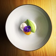 Greek yoghurt, Basil, Mango, Meringue