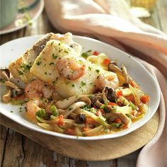 Italian Food Culture - Useful Articles Italian Food Menu, Italian Chicken Recipes, Italian Foods, Fish Dishes, Seafood Dishes, Pescado Recipe, Raw Zucchini Salad, How To Make Omelette, Food & Wine Magazine
