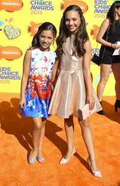 Maddie Ziegler made a public appearance at the Nickelodeon Kid's Choice Awards 2015 Dance Moms Mackenzie, Maddie And Mackenzie, Mackenzie Ziegler, Maddie Ziegler, Kids Choice Award, Choice Awards, Dance Mums, Mom Gallery, Mother Photos