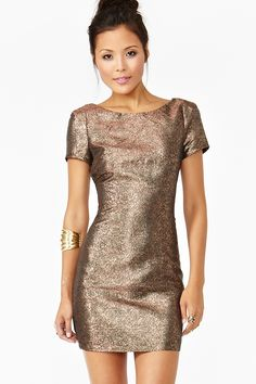 This blush gold color is the color I want you ladies to wear!!! Maybe not so sparkly ...  Lisa b