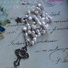Pitkä rosario valkoisista makeanveden helmistä tilaustyönä <3