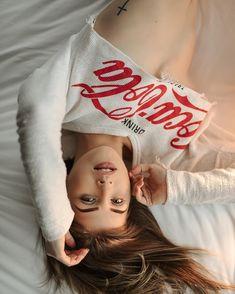 Coca Cola Poster, Coca Cola Ad, Always Coca Cola, Pin Up Girls, Cute Girls, Cola Wars, Coca Cola Christmas, Foto Casual, Cute Beauty