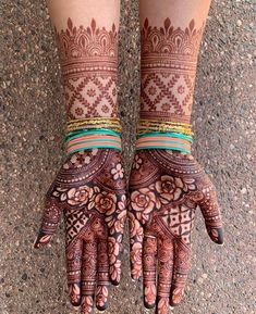 To all the brides who are tying the knot & the Sakhiyaans of the bride-to-be, this treasure trove of easy mehndi designs inspiration is for you & only you! Traditional Mehndi Designs, Latest Bridal Mehndi Designs, Indian Mehndi Designs, Legs Mehndi Design, Full Hand Mehndi Designs, Henna Art Designs, Mehndi Designs 2018, Modern Mehndi Designs, Mehndi Designs For Girls