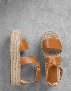 Sandales plateforme jute lanières croisées. Découvrez cet article et beaucoup plus sur Bershka, nouveaux produits chaque semaine.