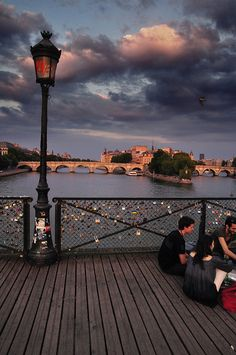 Time with friends before the sunset, Paris