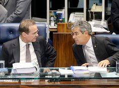 Renan Calheiros (PMDB-AL), afastado da presidência do Senado, e seu sucessor, Jorge Viana (PT-AC)