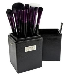 Brand New to the UK. 100% Vegan Makeup brush kit. The Brushes are professional grade cosmetic brushes available in four stunning colour combinations. Your 12 piece kit comes with a Brush holder to keep your brushes safe and protected. Make-up artist Favour Royal and Langnickel for their brushes and