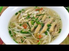 How to make PHO GA (Vietnamese Chicken Noodle Soup). I love Pho. Easy Vietnamese Recipes, Vietnamese Cuisine, Helen Recipe, How To Make Pho, Chicken Pho, Great Chicken Recipes, Chicken Noodle Soup, China, Soup Recipes