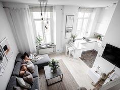 〚 Tiny 32 sqm studio apartment in white 〛 ◾ Photos ◾Ideas◾ Design Studio Apartment Kitchen, Studio Apartment Design, Small Apartment Interior, Small Apartment Design, Studio Apartment Decorating, Small Apartments, Apartment Living, White Apartment, Room Kitchen
