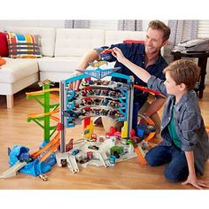 Hot Wheels Ultimate Garage Playset Discover mega action and big adventures with the Ultimate Garage. This is the biggest Hot Wheels garage EVER! With a variety Toys For Boys, Kids Toys, Toys Uk, Le Parking, Parking Spots, Mattel Shop, Ultimate Garage, Hai, Hot Wheels Cars