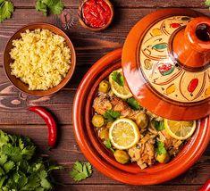 Recette de tajine de poulet, semoule et olives - M6 Boutique Olive Recipes, No Salt Recipes, Chicken Recipes, M6 Boutique, Saffron Chicken, Moroccan Dishes, Couscous, Stew, Thermomix