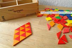 Legebeispiel mit den farbigen Legeplättchen der Spielgaben (Spielgabe 7 nach Fröbel)