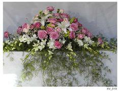 Resultado de imagen para modelos de arreglos florales para iglesias