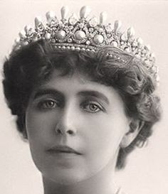 MASSIN TIARA of ELISABETH OF WIED This tiara was inherited by Marie of Romania. As Elisabeth of Wied was eccentric, she did not get along well with Marie. Inheriting this tiara from Elisabeth was probably the only gift Marie ever enjoyed. Royal Crowns, Royal Tiaras, Crown Royal, Tiaras And Crowns, Diamond Tiara, Pearl Diamond, Romanian Royal Family, Royal Jewelry, Jewellery