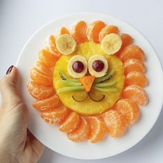 Get creative with meals to motivate to eat healthy (fruit animals) Food Art For Kids, Cooking With Kids, Kids Food Crafts, Toddler Meals, Kids Meals, Cute Food, Good Food, Funny Food, Diy Funny