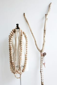 Des perles géantes. Du bois.