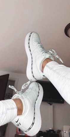 Nike Schuhe - Kleider - Nike Shoes white nike sneakers for women Jordan Shoes Girls, Girls Shoes, Ladies Shoes, Shoes Women, Footwear Women, Cute Womens Shoes, Nike Footwear, Nike Shoes Air Force, Nike Air Max