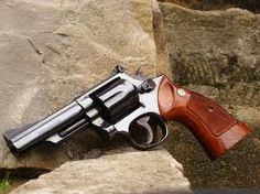"S M-19 .357 Combat Magnum, w/4"" bbl & wood grips. Classic, virtually indestructable handgun. Perfect."