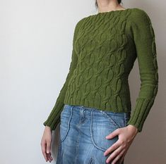 Cute sweater if you are a size small.   Free Pattern by Gabriela Julio