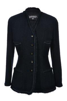 #Chanel | Luxuriöser #Blazer mit schwarz/goldenen Knöpfen, Gr. M | Chanel Blazer | mymint-shop.com | Ihr #OnlineShop für #Secondhand / #Vintage #Designerkleidung & Accessoires bis zu -90% vom Neupreis das ganze Jahr #mymint
