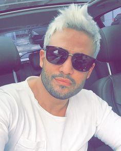 """""""Snapchat filhojoe Que comecem as brincadeiras no cabelo! Rs De loiro pra idoso!rs #whitehair """""""