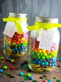 Start a family tradition and make St. Patty's Day jars! All you'll need is gold coins, skittles and marshmallows and a jar. Make sure you label it from your family's own leprechaun and leave it at your doorstep for them to find St. Patrick's Day morning! #partyplanning #partyprintables #custompartyneeds #klparties #klpartytip #stpattysday #leprechauns #rainbows