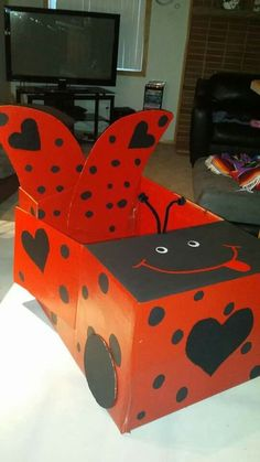 Cardboard box ladybug car diy and crafts cardboard car, cardboard crafts . Cardboard Car, Cardboard Crafts, Diy And Crafts, Crafts For Kids, Valentine Box, Diy Birthday, Ladybug, Activities For Kids, Car Box