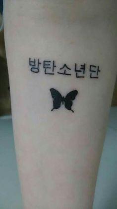 It says bts Kpop Tattoos, Army Tattoos, Korean Tattoos, Tatoos, Mini Tattoos, Body Art Tattoos, Small Tattoos, Piercing Tattoo, Future Tattoos