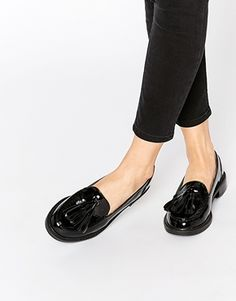 Buy Monki Patent Tassel Loafers at ASOS. Get the latest trends with ASOS now. Pretty Shoes, Beautiful Shoes, Cute Shoes, Me Too Shoes, Loafer Shoes, Shoes Sandals, Heels, Brogues, Patent Loafers