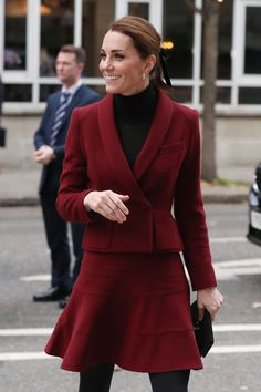 Middleton Love (The Duchess Of Cambridge, rocked winter chic. Kate Middleton Twins, Kate Middleton Style, Burgundy Outfit, Burgundy Skirt, Burgundy Shoes, How To Have Style, Kate And Meghan, Meghan Markle Style, Twin Outfits