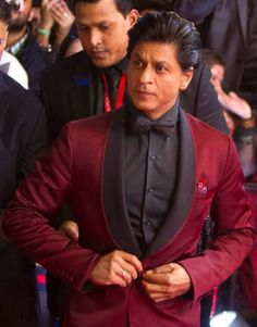 King of Bollywood Bollywood Actors, Bollywood Fashion, Bollywood Quotes, Blue Suit Men, Indian Men Fashion, Men's Fashion, Sr K, Casual Wear For Men, Indian Man