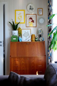 desk01 (view from the sofa) by corrosiveheart, via Flickr