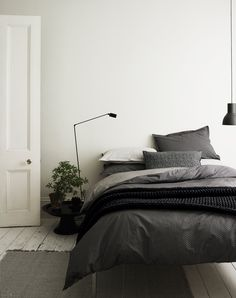 Easy And Cheap Diy Ideas: Minimalist Home Office Plants minimalist decor minimalism shelves.Minimalist Home Scandinavian Simple minimalist bedroom scandinavian small spaces. Home Decor Bedroom, Scandinavian Design Bedroom, Scandinavian Bedroom Decor, Bedroom Inspirations, Bedroom Interior, Minimalist Bedroom, Bedroom Design, Farmhouse Bedroom Furniture, Interior Design Bedroom