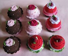 Two different muffin decorations - beautiful ideas Crochet Cake, Crochet Food, Crochet Crafts, Yarn Crafts, Crochet Projects, Kawaii Crochet, Cute Crochet, Crochet For Kids, Knit Crochet