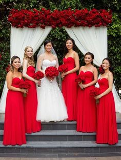 Romantic Wedding Filled with Red Roses and Gold Details Bridesmaid Dresses red bridesmaid dresses Red Bouquet Wedding, Red Wedding Dresses, Purple Wedding, Wedding Colors, Wedding Ideas, Romantic Dresses, Geek Wedding, Red Wedding Cakes, Wedding Details