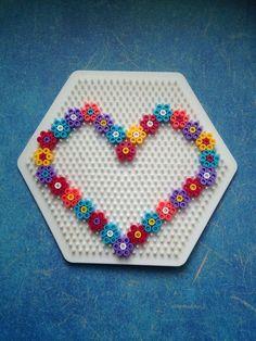 Handicraft ideas for Mother's Day Handicrafts with children, HAMA, ironing beads, Perler Beads, . Easy Perler Bead Patterns, Melty Bead Patterns, Perler Bead Templates, Diy Perler Beads, Perler Bead Art, Beading Patterns, Easy Perler Beads Ideas, Hama Beads Kawaii, Peyote Patterns