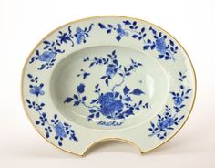 18c Kangxi period Chinese export porcelain barber basin with cobalt foliate underglaze decoration- Late 17th/early 18th century/