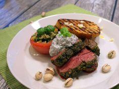 Keittotaiteilua: Pistaasikaritsa, minttuchutney ja basilikatomaatit