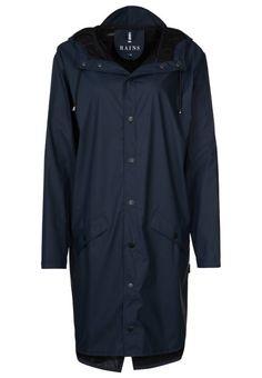 Rains. Regnjakke / vandafvisende jakker - blue. Materiale:50% polyurethan, 50% polyester. Lukning, lås:knap. Samlet længde:100 cm i størrelsen S/M. Jakkehætte:hætte med løbegang. Plejeanvisning:maskinvask ved 40°C,ikke egnet til tørretumbler. Ry...