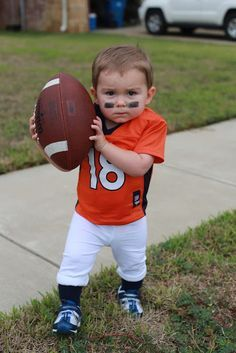 Toddler Halloween Costume DIY Football Player Broncos Payton Manning with DIY Pads football player costume disfraces halloween ideas Spooky Halloween, First Halloween, Halloween 2015, Homemade Halloween, Halloween Stuff, Vintage Halloween, Halloween Makeup, Toddler Boy Halloween Costumes, Kids Costumes Boys