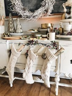 Rustic Glam Cottage Christmas Dining Room